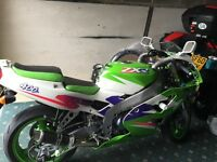 Kawasaki zxr 400 mint cond 3 0wners only 12400 miles nice extras