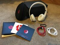 Beats Solo 2 Wireless White headphones