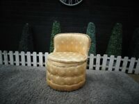 SOLID WOOD FRAME MUSTARD BEDROOM LADY CHAIR VERY SOLID CHAIR AND IT'S IN VERY GOOD CONDITION
