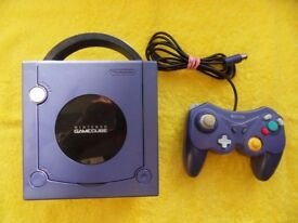 working PURPLE NINTENDO GAME CUBE CONSOLE with control pad