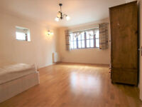 A Large 2/3 bedroom apartment located in a private developement close to ARCHWAY TUBE STATION