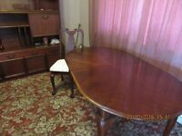 dining table in dark wood that extends with 6 chairs