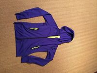 STRETCHY FITTED HOODED ACTIVE TOP - ZIPPED POCKETS, THUMB LOOPS