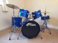 Drum Kit with stool & drum sticks - stunning