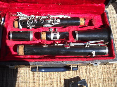 VINTAGE GOLDENTONE FRANCE CLARINET IN A BUNDY CASE on Rummage