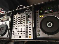2 X Pioneer CDJ 850 DMJ 750 and case