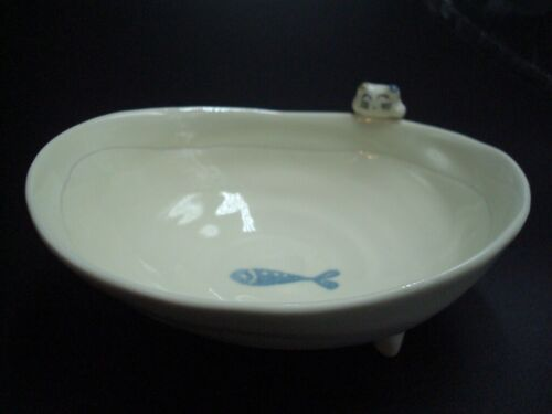 Kotobuki cat and fish dish