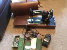 Vintage 1951 Singer electric sewing machine (No 99)