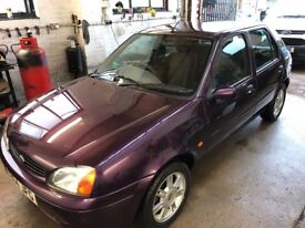 Ford Fiesta Ghia 16v New MOT. Full service history. Beautiful car.