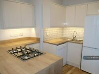 2 bedroom flat in White Street, Glasgow, G11 (2 bed) (#950518)