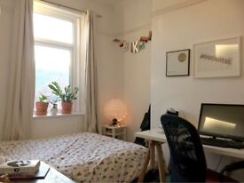 Double furnished room in chilled out houseshare in Gateshead including all bills. Near Metro, park