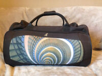 Large Travel bag with wheels and a retractable handle