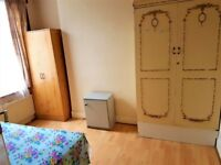 A very nice, tidy and specious double room to rent suitable for couple or 2 single person