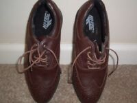 Ladies/ Men's golf shoes