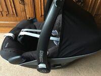 Maxi Cosi Pebble Group 0+ Car Seat and Easybase 2 Maxi-Cosi Baby Infant plus FREE raincover