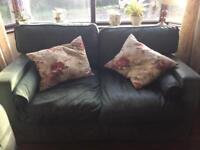 Green Thomas Lloyd sofa, a quality 3 and 2 seater set