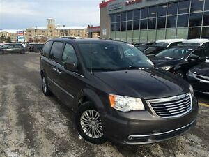 2016 Chrysler Town & Country LTHR**NAV**SUNROOF**DVDX2**BCK UP C