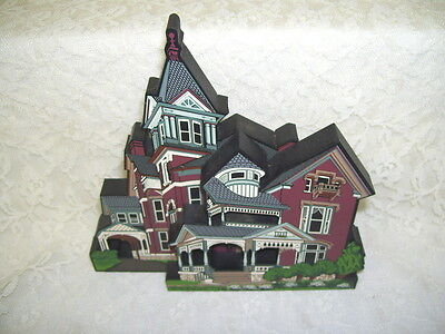 DECORATE VILLAGE COLLECTIBLE BIGELOW QUEEN ANNE FINDLAY OHIO SHELIA'S 2000