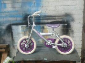 Girls bicycle ( 2 - 4 yrs )