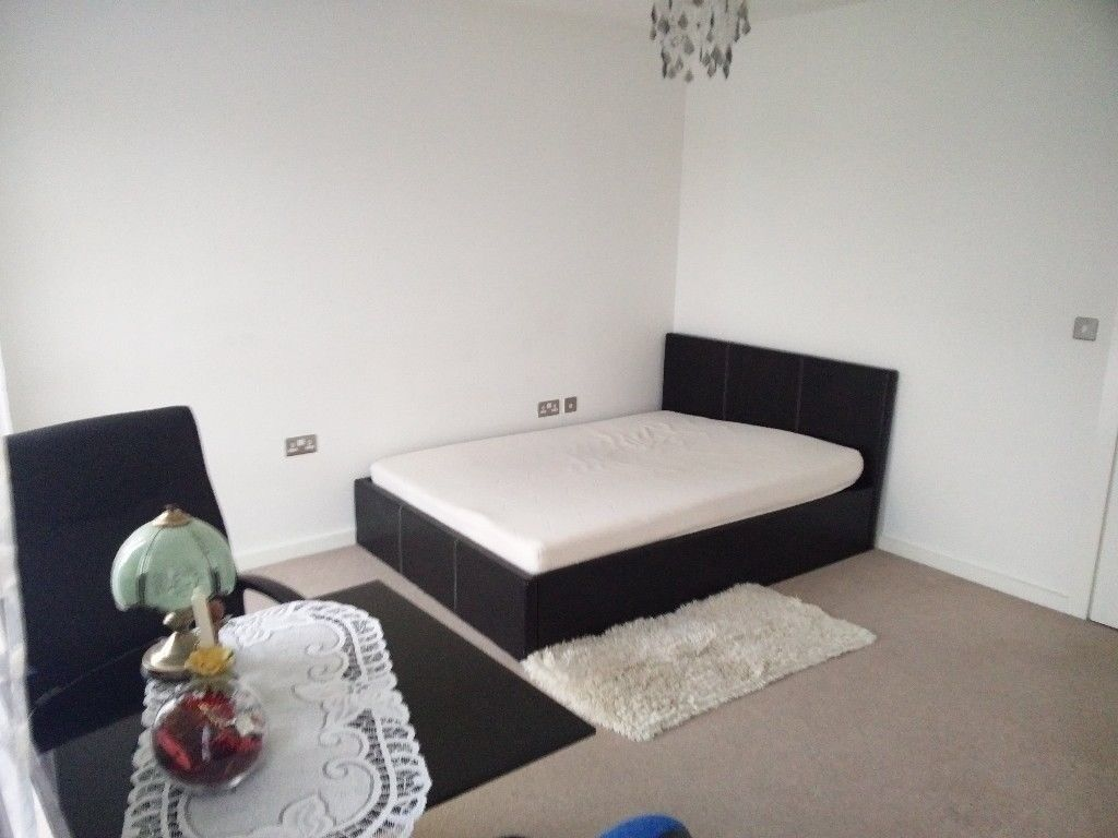 Lovely, peaceful double room in quiet place in Northolt for 1 person. all bills inclusive