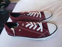Size 7 Burgandy & Purple Dunlop Canvas Shoes