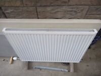 Large radiator with thermostatic valve