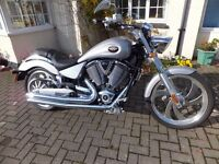 2009 VICTORY VEGAS COMES WITH VEGAS PLATE,SHOTGUN EXHAUSTS LOVELY METALLIC METAL FLAKE SILVER