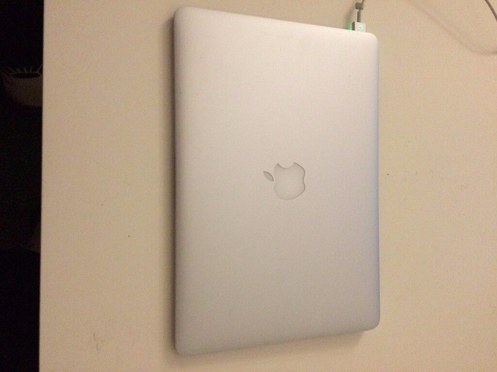 MacBook Air ( early 2015 Model )