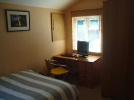 DOUBLE ROOM FOR RENT IN 3 BEDROOM HOUSE IN WINDMILL HILL BS3 £450 PER MONTH ALL BILLS ARE INCLUDED