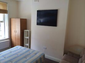 COZY DOUBLE ROOM ACTON CENTRAL.WEST LONDON.2 Weeks Deposit. ALL BILLS AND WIFI INCLUSIVE.