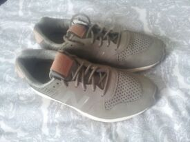 Uk size 6 New Balance Trainers