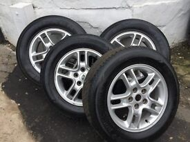 17 inch genuine Land Rover alloy wheels 235/65/17