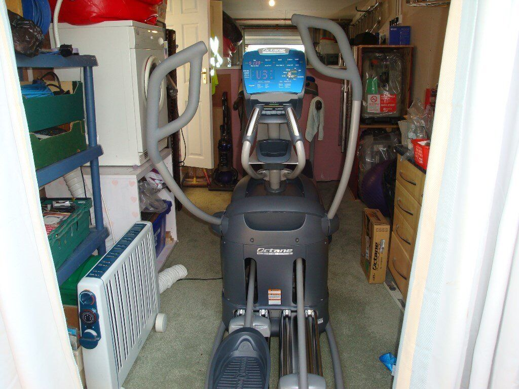 Octane Fitness Cross Trainer Q3 7Ci - (priced to sell quickly due to space)