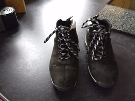 Men's used Black/White Timberland boots size 7.5