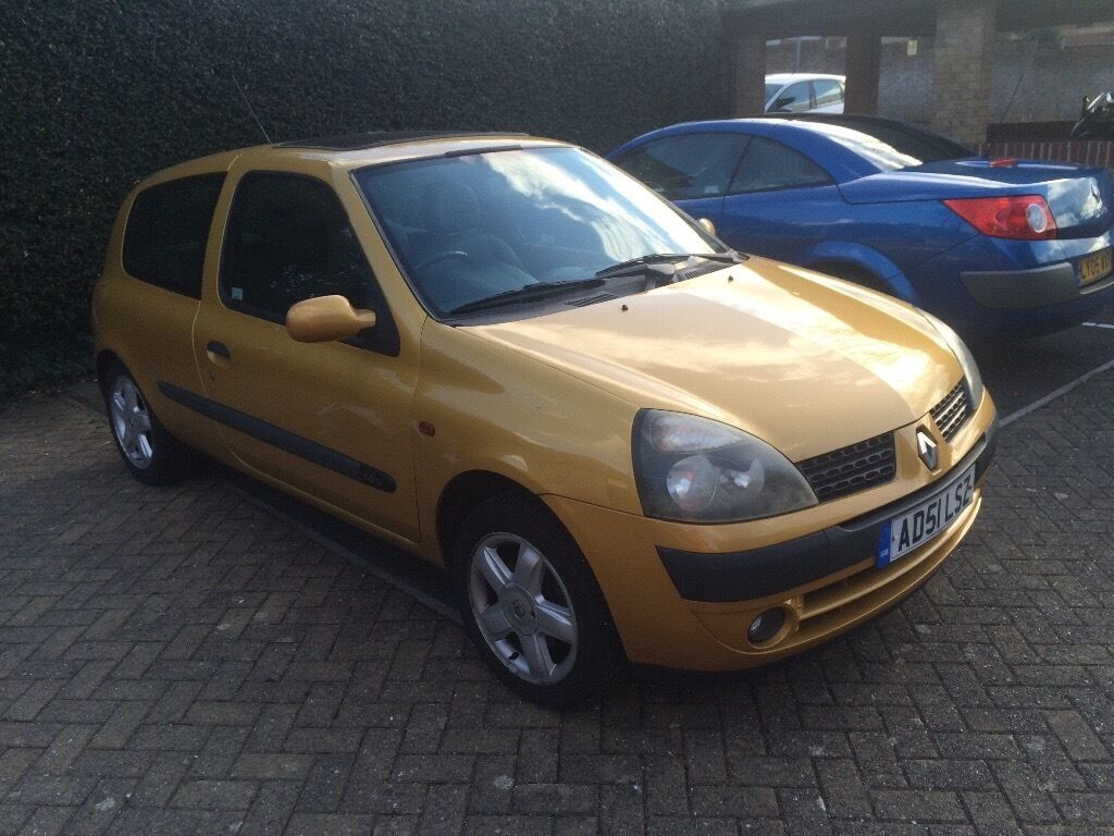 renault clio 1 2 dynamique 16v yellow 2002 in stoke. Black Bedroom Furniture Sets. Home Design Ideas
