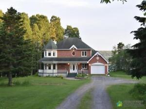 448 000$ - Maison 2 étages à vendre à Gaspé