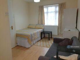 Studio flat in Carlyon Close, London, HA0 (#1214431)
