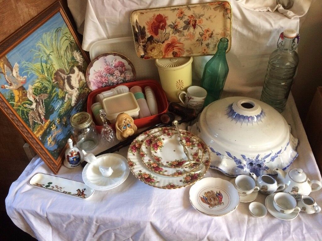 large lot of antiques and collectables in good condition