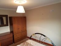 Double room in large house share