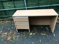 Maple woid 3 drawer Desk in new new condition