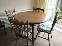 """ROUND 42"""" SOLID OAK DINING ROOM TABLE and 4 CHAIRS"""