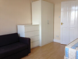 005W-HAMMERSMITH- MODERN DOUBLE STUDIO FLAT, FURNISHED, BILLS INCLUDED EXCEPT ELECTRICITY-£270 WEEK