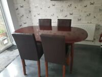 Mahogany extending table with 6 chairs.