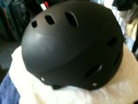 SKATEBOARD/ROLLER BLADE/BMX HELMET 58 -61 CM