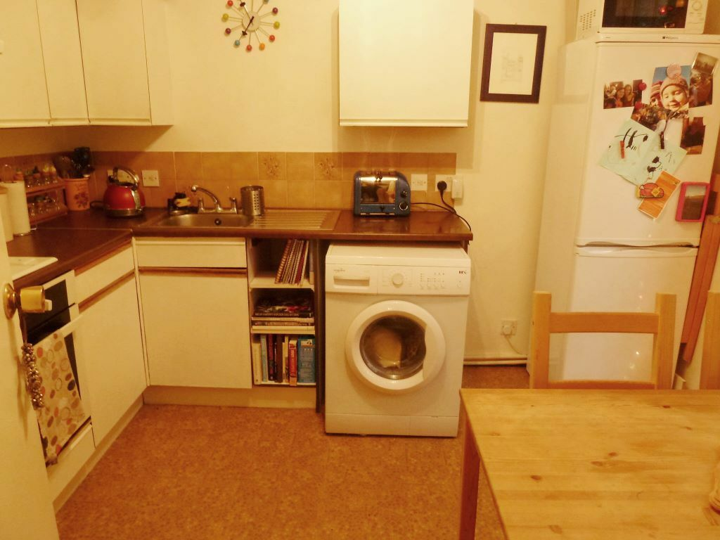 Spacious Bright 1 Bed Flat On Vicarage Crescent With Parking Included Mins Clapham Junction Station