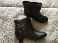 GIRLS BLACK BOOTS SIZE UK 2 ONLY WORN ONCE £5.00