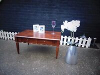 BEAUTIFUL SOLID WOOD COFFEE TABLE WITH 2 DRAWERS BEAUTIFUL DESIGN IN EXCELLENT CONDITION