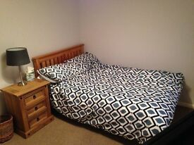 Good Sized Double Room In Clean & Friendly House