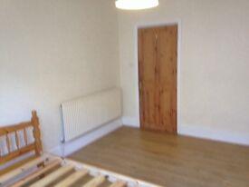 Brixton Village large 3 double bed flat 2 mins tube