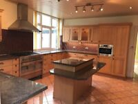 Stunning solid Oak Framed Kitchen with integrated Microwave, Dishwasher & Island